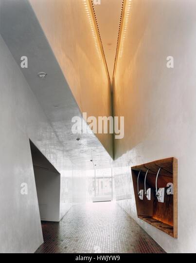 Corridor connecting galleries. Walker Art Center, Minneapolis, United States. Architect: Herzog + de Meuron, 2005. - Stock-Bilder