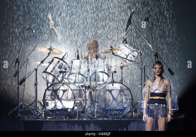 Tokyo, Japan. 17th October, 2016. Japanese rock star Yoshiki of band X-Japan presents his Yoshikikimono 2017 Spring - Stock Image