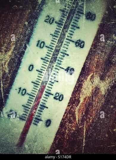 Thermometer at -5C or 24F on a cold frosty morning - Stock Image