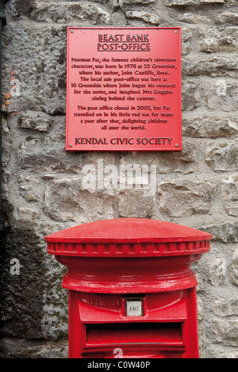 The plaque to Postman Pat in Kendal. - Stock Image