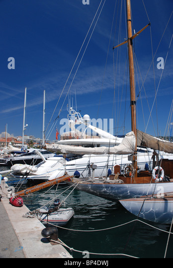 Boats in Cannes Harbour, South of France - Stock Image