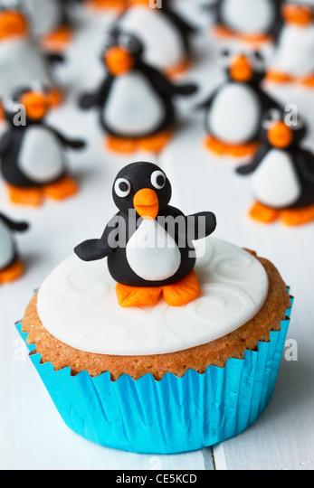 Penguin cupcake - Stock Image