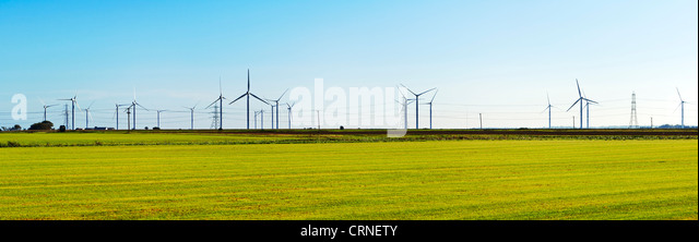 A panoramic view of the wind turbines and electricity cables near Romney Marsh. - Stock-Bilder