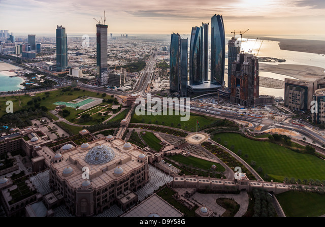 Aerial view of Abu Dhabi's major landmarks; Emirates Palace Hotel and Etihad Towers. - Stock Image