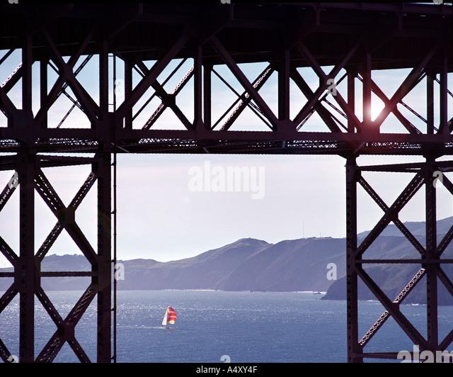 USA - CALIFORNIA: Sailing below the Golden Gate Bridge at San Francisco - Stock Image