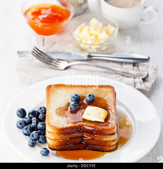 French toast with blueberries, maple syrup and butter - Stock-Bilder