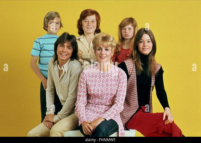 BRIAN FORSTER DAVID CASSIDY DANNY BONADUCE SHIRLEY JONES SUZANNE CROUGH & SUSAN DEY THE PARTRIDGE FAMILY (1970) - Stock Image