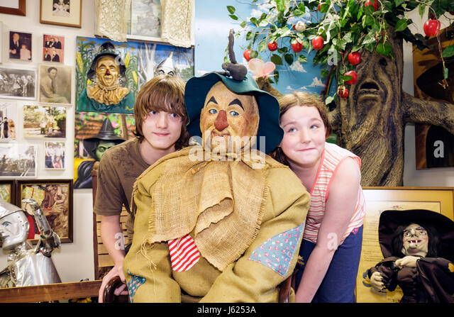 Indiana Chesterton Yellow Brick Road Gift Shop and Wizard of Oz Fantasy Museum life-size figure characters children's - Stock Image