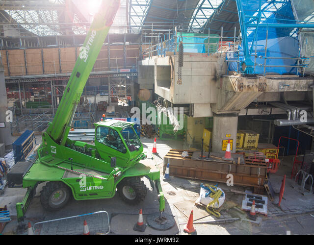 The redevelopment of Waterloo station to allow longer platforms but causing major disruption for commuters in August - Stock Image