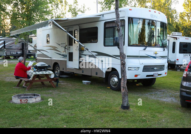 Winnebago rv stock photos winnebago rv stock images alamy for Camping au jardin de mon pere