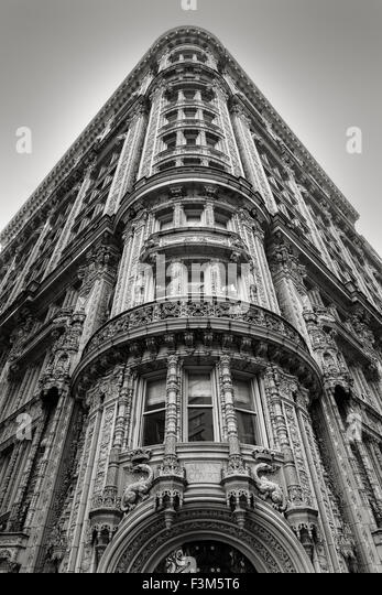 Magnificent architectural ornaments on a building's facade in the heart of Midtown Manhattan. New York City - Stock-Bilder