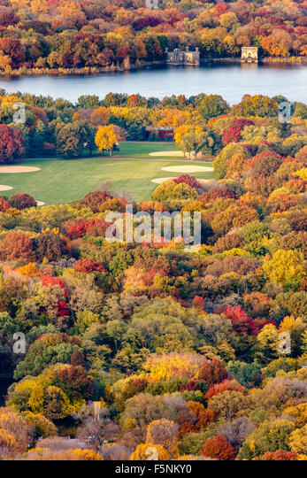 Brilliant fall colors in Central Park. Autumn aerial view of the Great Lawn and Jacqueline Kennedy Onassis Reservoir. - Stock Image