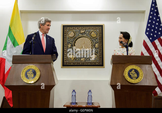 Secretary Kerry Listens as Myanmar Foreign Minister San Suu Kyi Addresses Reporters during News Conference following - Stock-Bilder