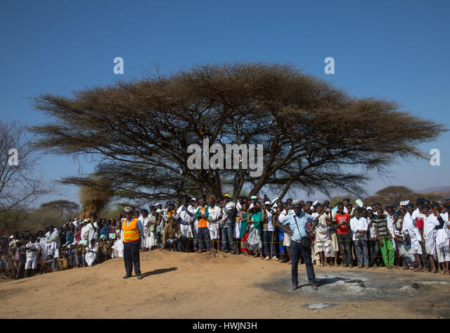 People listening to speeches during the Gada system ceremony in Borana tribe, Oromia, Yabelo, Ethiopia - Stock-Bilder