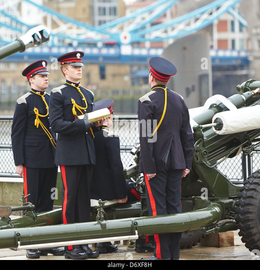 The Honourable Artillery Company prepare to fire a gun salute at the Tower of London - Stock Image