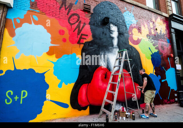 New York, NY - 3 September 2015 - Solus, of Crash and Solus, puts the finishing touches on a memorial mural for - Stock Image