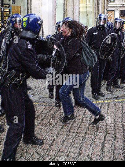 Generic illustrations of British Riot Police in action images treated to avoid identification MR not required - Stock-Bilder