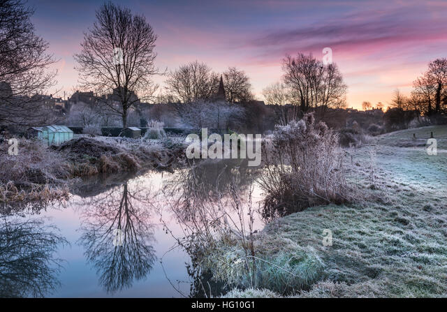 River Avon, UK. 3rd January, 2016. UK Weather - After a night when temperatures fall well below zero, people wake - Stock Image