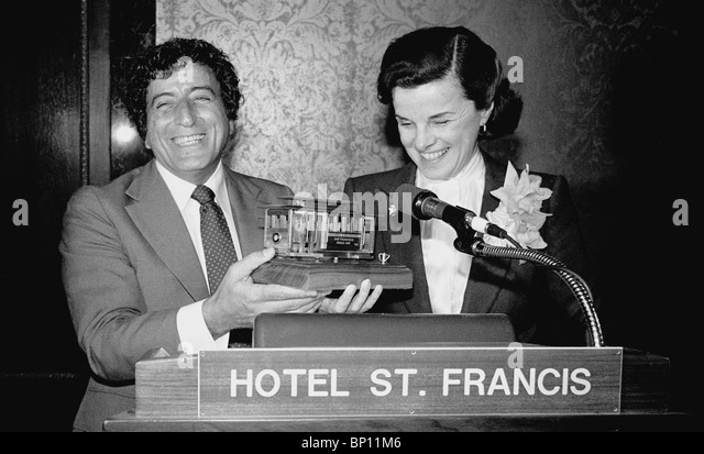 Tony Bennett and Mayor Dianne Feinstein at San Francisco Cable Car benifit October 29, 1980 - Stock Image