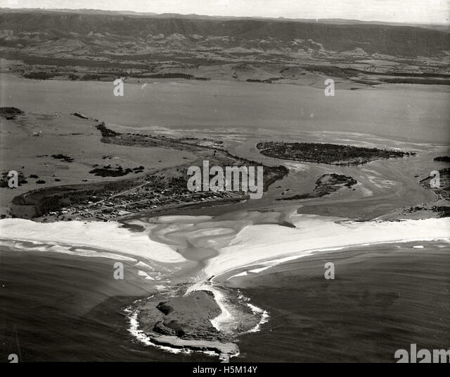 Lake Illawarra Shellharbour, looking west, 1936 RAHS [RAHSAdastra Aerial Survey - Stock Image