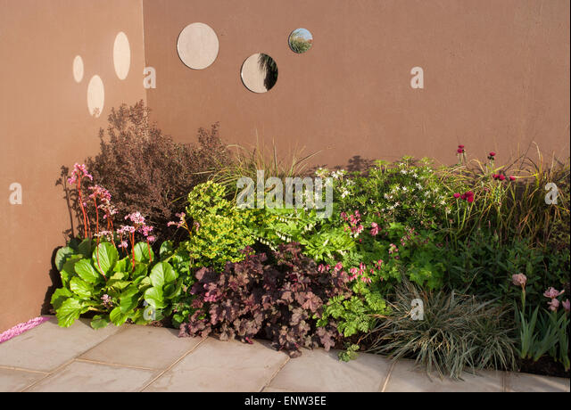 Paved courtyard stock photos paved courtyard stock for Pip probert garden designer