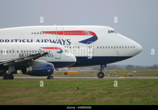British Airways Airbus A320 and Boeing 747 planes queue up for take off at London's Heathrow Airport, UK - Stock Image