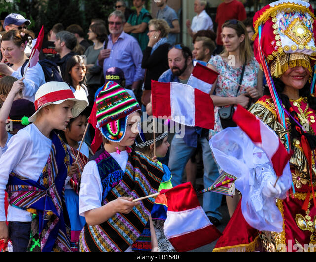 Kreuzberg, Berlin, Germany, 24th May 2015. People of all ages perform in parade as Berlin celebrates its cultural - Stock-Bilder