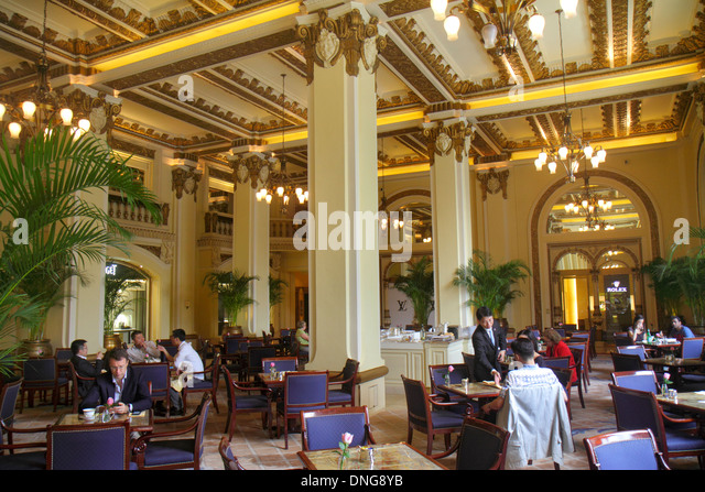 Hong Kong China Kowloon Tsim Sha Tsui Salisbury Road The Peninsula hotel inside interior lobby restaurant tables - Stock Image