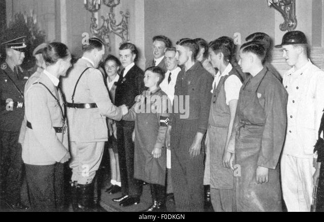 Adolf Hitler and young workers, circa 1935 - Stock-Bilder