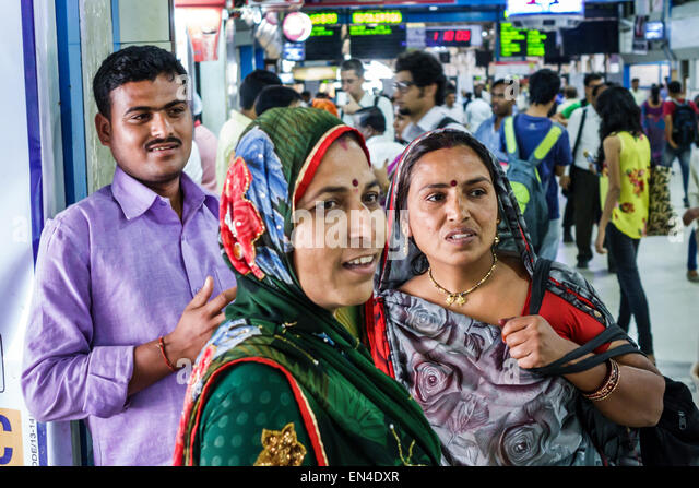India Asian Mumbai Churchgate Railway Station Western Line train public transportation Hindu woman man - Stock Image
