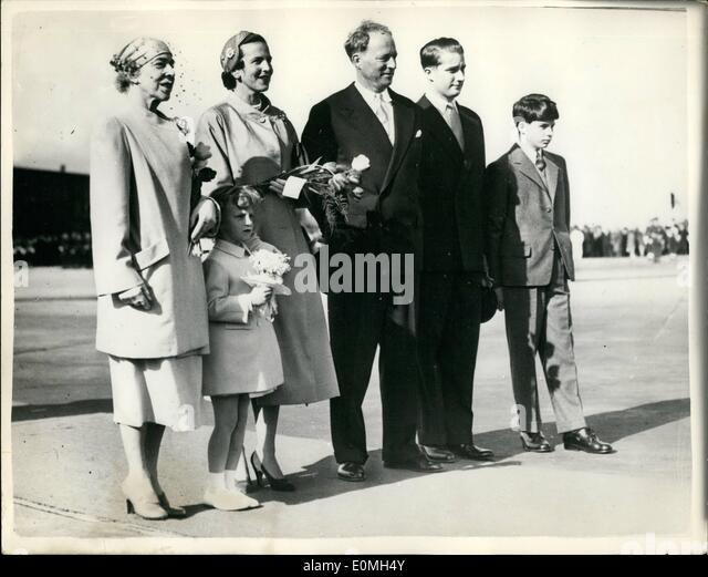 May 05, 1955 - King Baudouin Leaves for the Belgian Congo.His Family Sees Him Off.: When the King Baudouin of the - Stock-Bilder