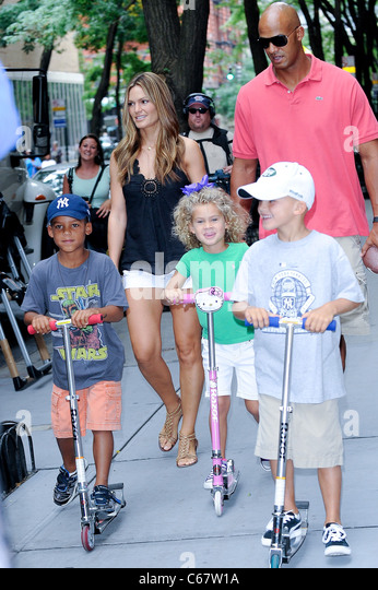 Isiah Taylor, Katina Taylor, Zoey Taylor, Jason Taylor, Mason Taylor, walk in Midtown Manhattan out and about for - Stock-Bilder
