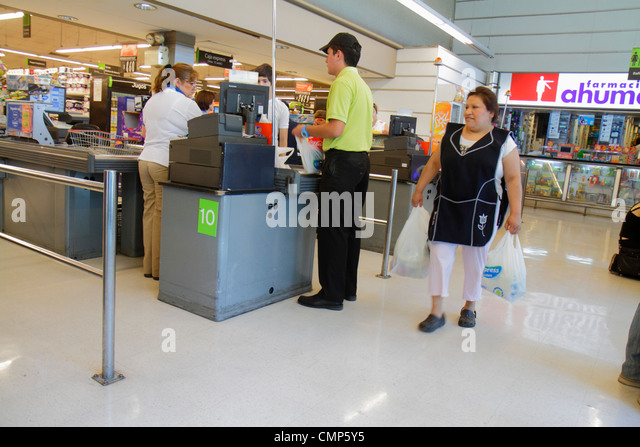 Chile Santiago Providencia Avenida Rancagua Express Lider grocery store supermarket chain food business shopping - Stock Image
