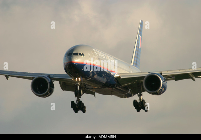 United Airlines Boeing 777-222/ER - Stock Image
