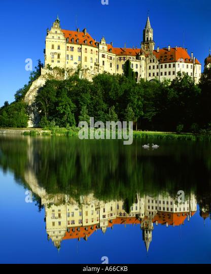 DE - BADEN WUERTTEMBERG:  Hohenzollern Castle at Sigmaringen and River Danube - Stock-Bilder