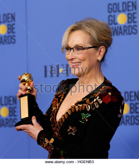 Meryl Streep holds the Cecil B. DeMille Award during the 74th Annual Golden Globe Awards in Beverly Hills, California, - Stock-Bilder