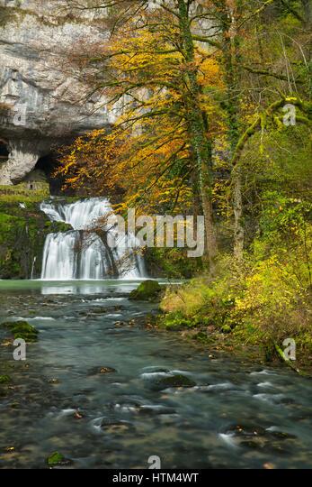 Autumn at the Source du Lison, Nans-Sous-Sainte-Anne, Franche-Comté, France - Stock-Bilder