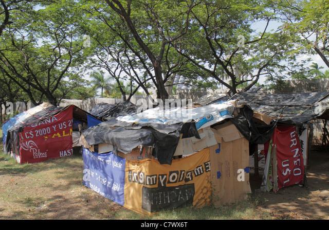 Nicaragua Managua Avenida Simon Bolivar protest squatters cardboard house huts shacks corporate social responsibility - Stock Image