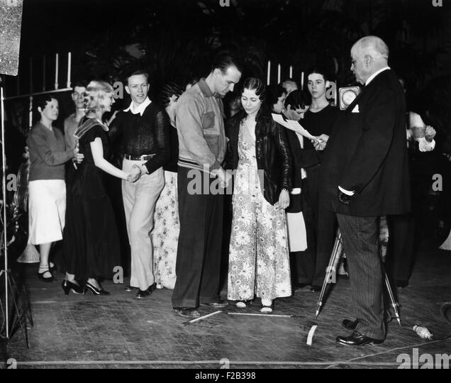 Marathon Dancer wedding in Washington D.C. Corliss McLean and William Bangert, were married by Judge Robert E. Mattingly. - Stock Image