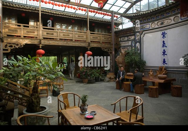 China Yunnan Dali Landscape hotel courtyard - Stock-Bilder