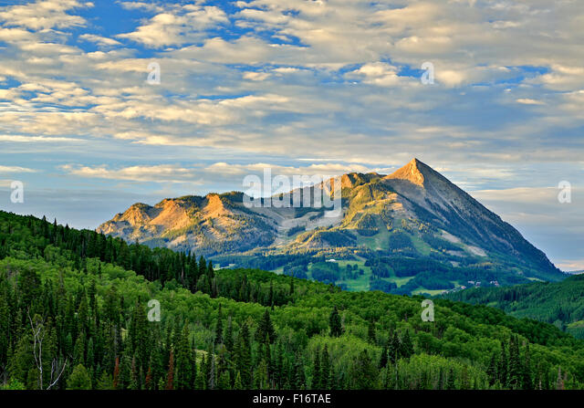 Gunnison National Forest and Mt. Crested Butte (12,162 ft.), near Crested Butte, Colorado USA - Stock-Bilder
