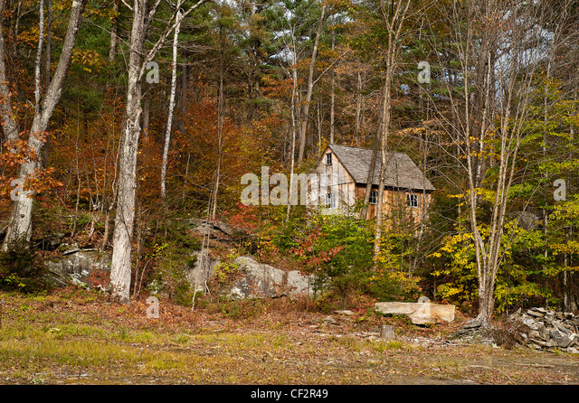 Cabin woods usa stock photos cabin woods usa stock for Vermont mountain cabins