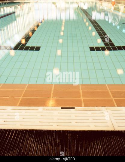 Empty swimming pool - Stock Image