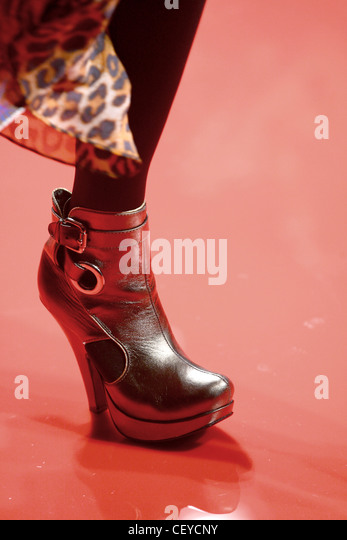 Woman Wearing Gold Tights Stock Photos & Woman Wearing ...