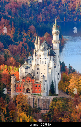 Neuschwanstein Castle in Autumn colours, Allgau, Bavaria, Germany - Stock-Bilder