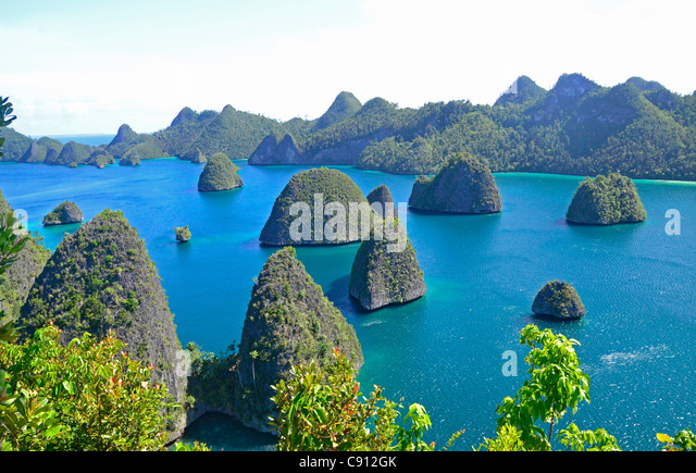 View at Wayag Islands, Raja Ampat islands near West Papua, Indonesia in the coral triangle, Pacific Ocean. - Stock Image