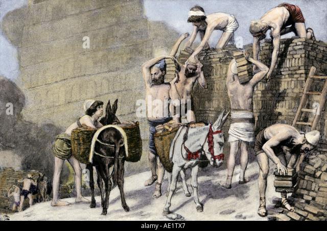 Workers building the ziggurats of ancient Babylon - Stock-Bilder