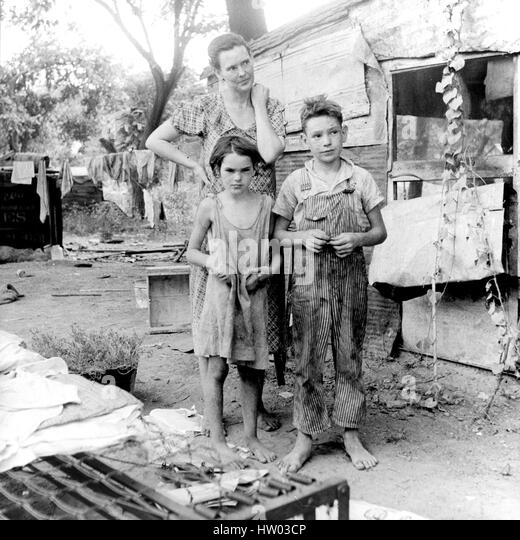 DOROTHY LANGE (1895-1965) American documentary photographer.  Her photo for the FSA of a poor Oklahoma family in - Stock-Bilder