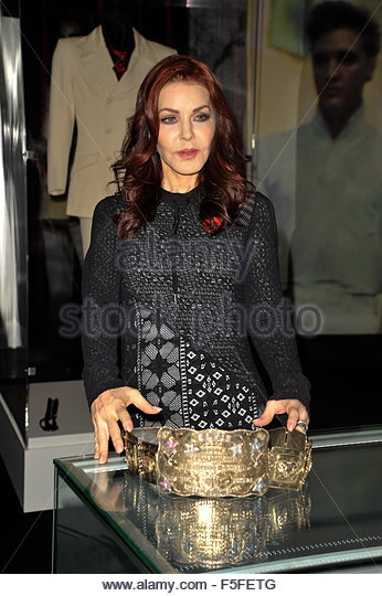London, Great Britain. November 3rd, 2015. UK, London: Priscilla Presley, ex-wife of Elvis Presley, poses next to - Stock Image