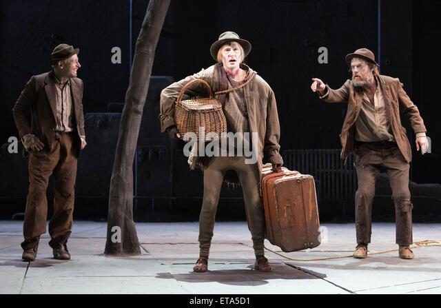 L-R: Richard Roxburgh as Estragon, Luke Mulllins as Lucky and Hugo Weaving as Vladimir. Actors Richard Roxburgh - Stock Image